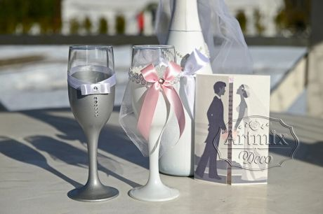 Оформление бутылок шампанского на свадьбе
