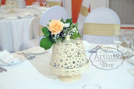 Варианты украшения свадебного стола с помощью цветов