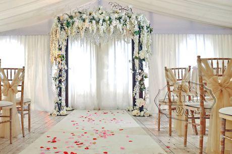 Свадебная арка с пышной Вистерией