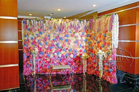 Угловая стена из цветов