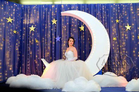 Фотозона Месяц для свадебной фотосессии