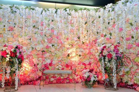 Фотозона – стена из цветов