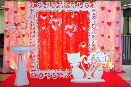 Фотозона для свадьбы в красном цвете - Котята