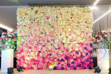 Фотозона из цветов или асимметричное панно Летний сад