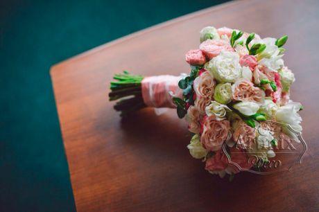Букет невесты круглой и пышной формы