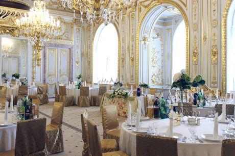 Дворцовое оформление зала на свадьбу