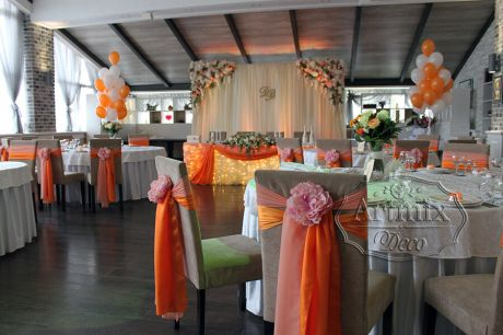 Оранжевое оформление свадебного зала