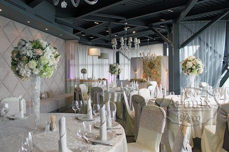 Свадебное оформление зала в ресторане Royal Beach